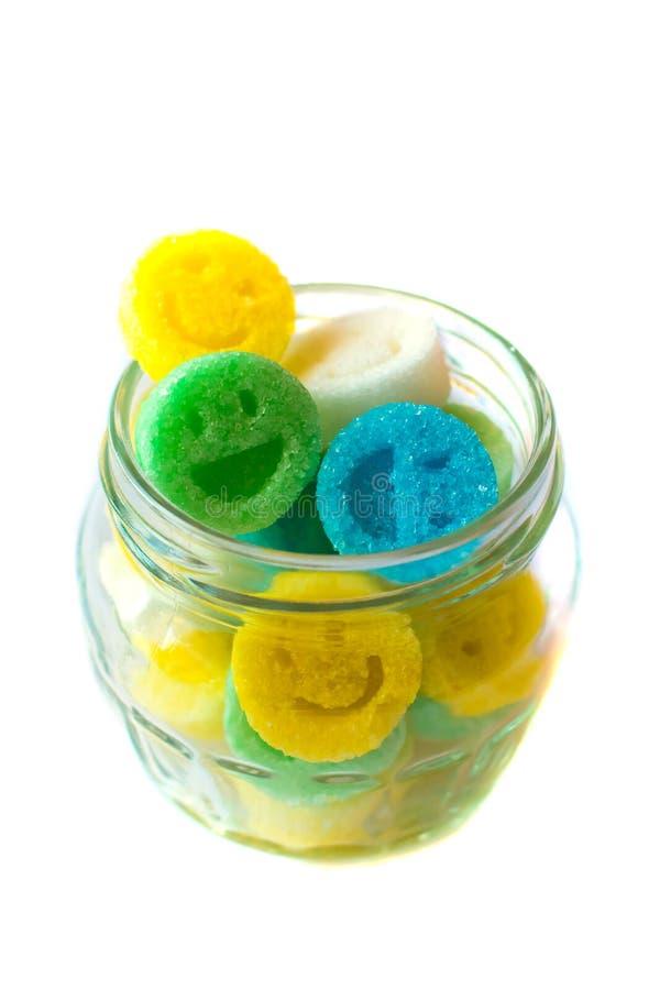 Format diagram socker som leenden i krus Mångfärgade leenden Begrepp - lyckligt liv tillsammans arkivbilder