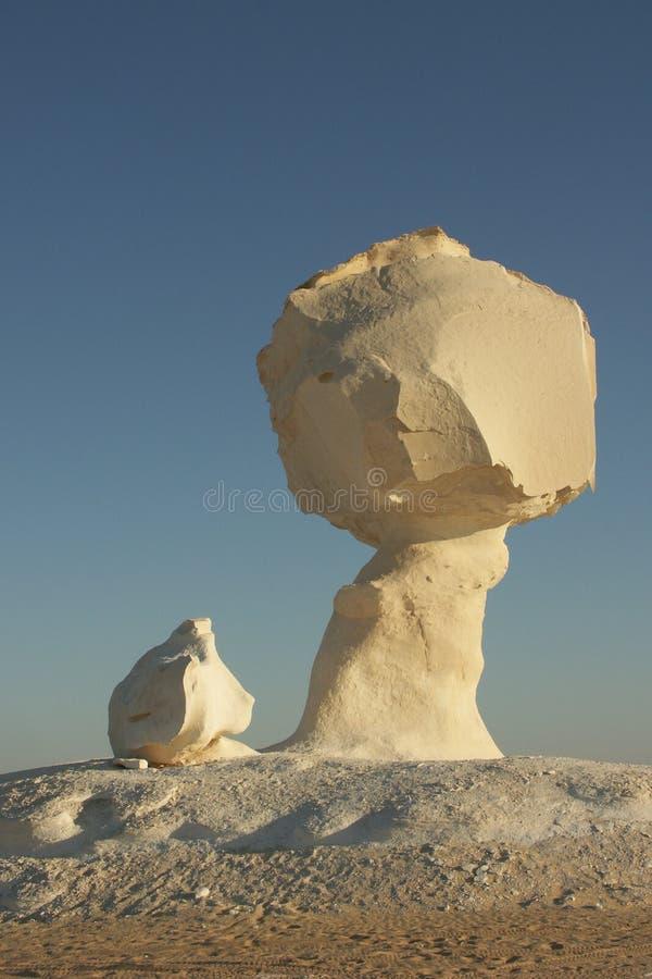Formation blanche dans le désert blanc photos stock