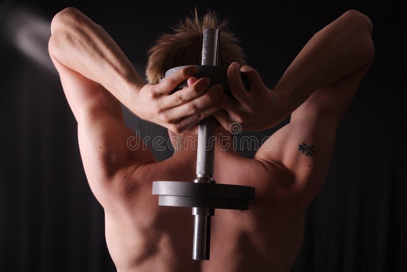 Formation d'homme avec le poids photographie stock libre de droits