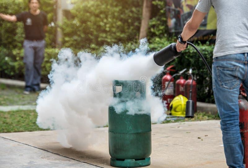 Formation de base de simulation de lutte contre l'incendie et d'exercice contre l'incendie d'évacuation pour la sécurité photographie stock libre de droits