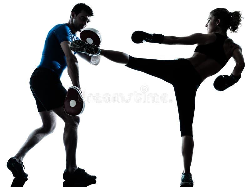 Formation de boxe de femme d'homme photographie stock libre de droits