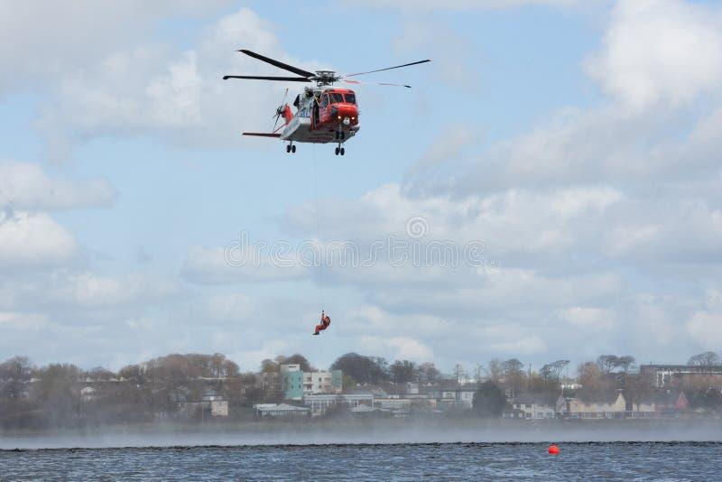 Formation de délivrance de l'eau d'équipage de la garde côtière images stock