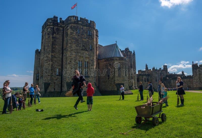 Formation de Harry Potter Broomstick au château d'Alnwick photos libres de droits
