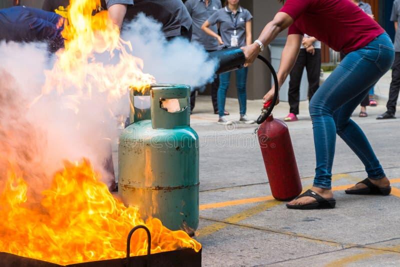 Formation de lutte contre l'incendie des employés photos stock