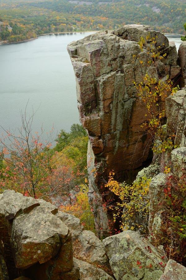 Formation de roche au parc d'état de lac devils du Wisconsin image stock