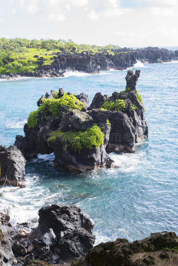 Formation de roche au parc d'état de Waianapanapa photos stock