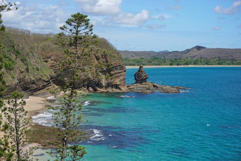 Formation de roche côtière de paysage Nouvelle-Calédonie image stock