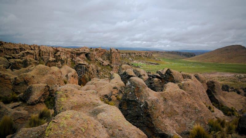 Formation de roche de grès chez Imata dans les salines et l'Aguada Blanca National Reservation, Arequipa, Pérou images libres de droits