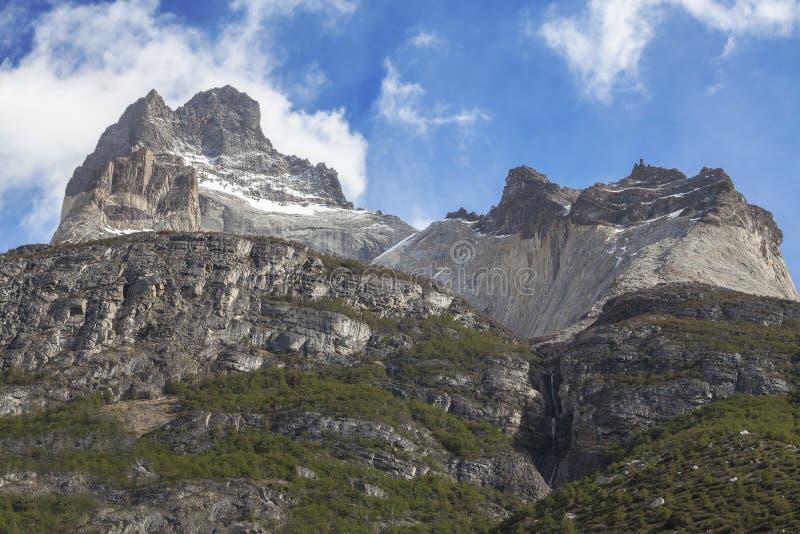 Formation de roche incroyable de visibilité directe Cuernos au Chili. photographie stock