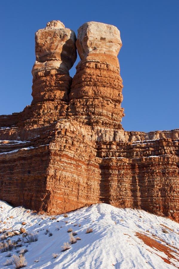 Formation de roche jumelle de crêtes de Navajo, Utah, l'hiver photos libres de droits