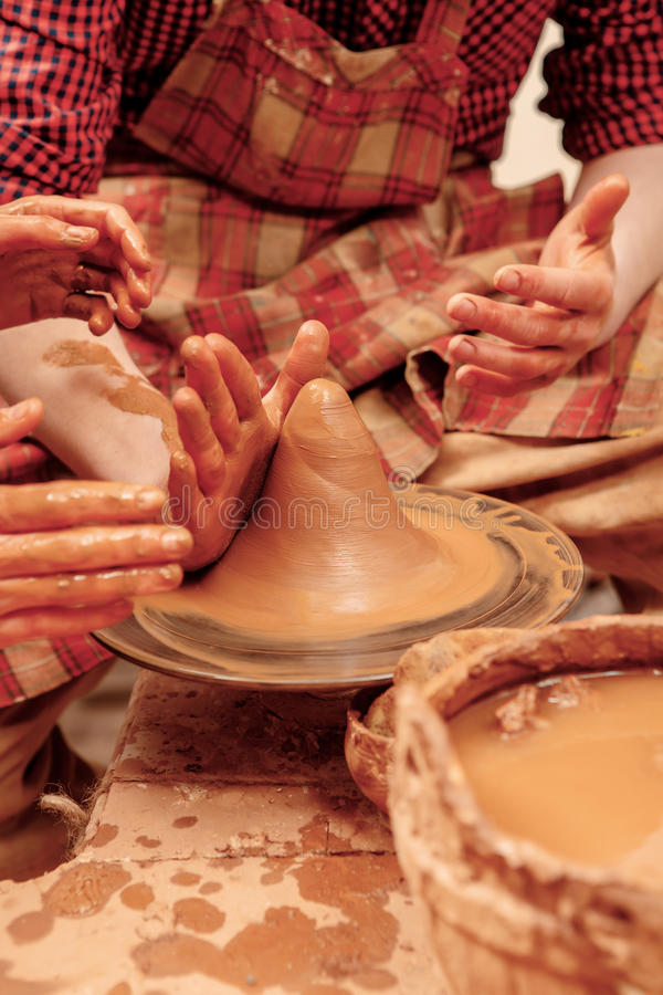 Formation du banc de sable sur la roue de poterie image stock