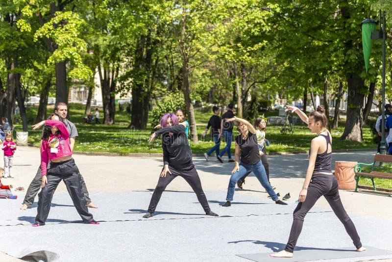 Formation gauche de bras sur les rues de Plovdiv images stock