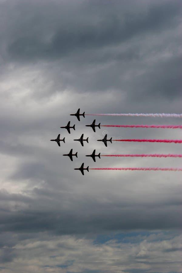Formation rouge de flèches au salon de l'aéronautique 2005 d'Eastbourne photographie stock libre de droits