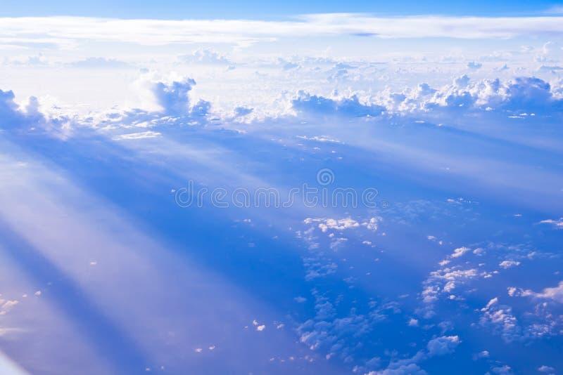 Formations de nuage et de ciel vues de l'avion images stock