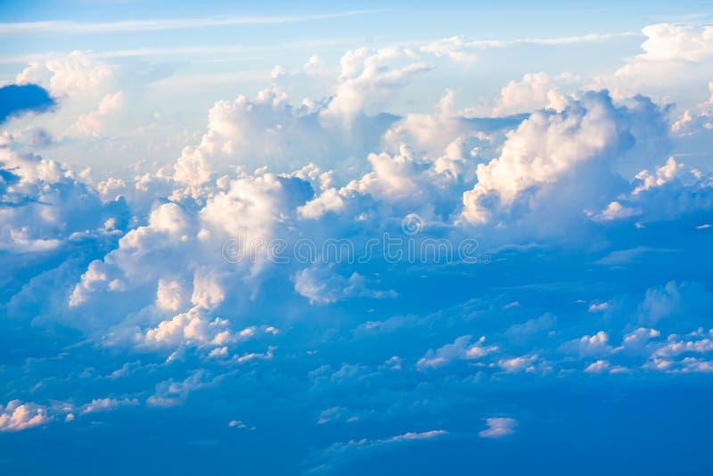 Formations de nuage et de ciel vues de l'avion photographie stock libre de droits
