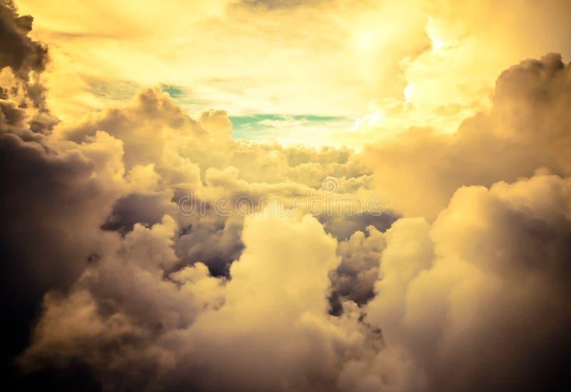 Formations de nuage vues de l'avion photo stock