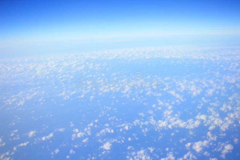 Formations de nuage vues de l'avion images stock
