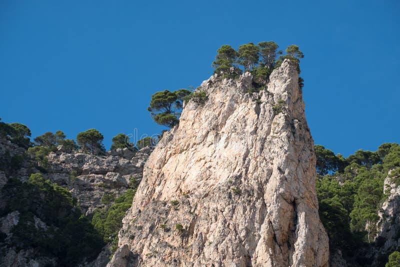 Formations de paysage et de roche de falaise sur l'île de Capri dans la baie de Naples, Italie Photographié tandis qu'en voyage d photographie stock libre de droits