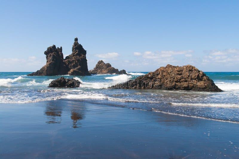 Formations de roche à la plage de Benijo image libre de droits