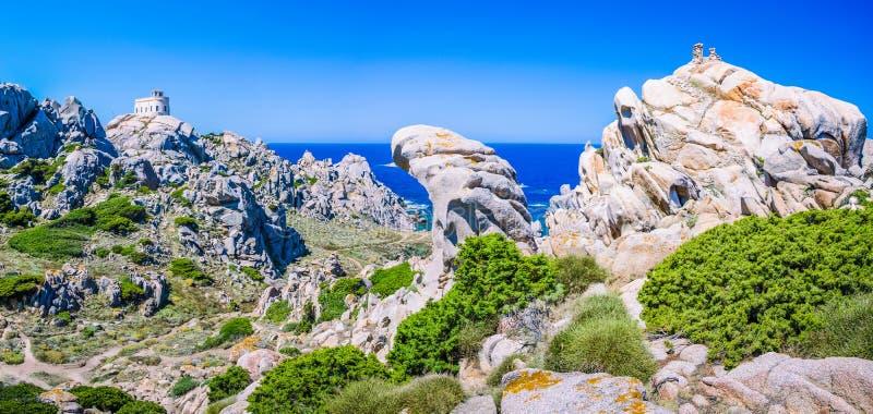 Formations de roche bizarres de granit dans le Testa de capo, Sardaigne, Italie photo stock