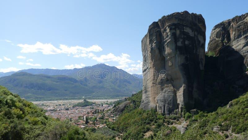 Formations de roche dramatiques dans Meteora, Grèce image stock