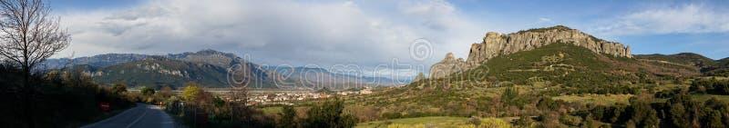 Formations de roche et monastères orthodoxes dans Meteora, Grèce photographie stock libre de droits