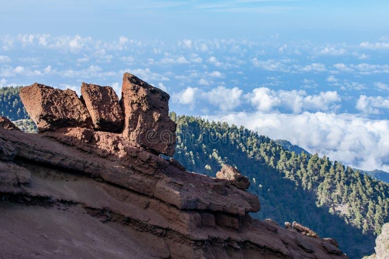 Formations de roche géologiques volcaniques au-dessus du niveau de nuage à la La Palma, Îles Canaries, Espagne photos libres de droits