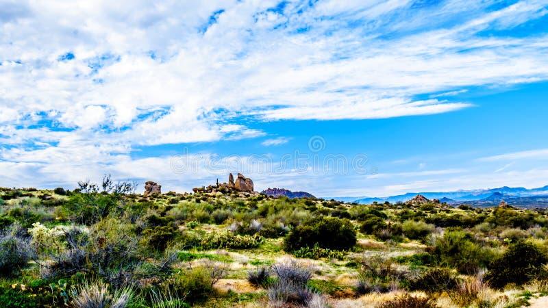 Formations de roche intéressantes vues de la traînée du pouce de Tom dans les montagnes rocailleuses de la chaîne de montagne de  photographie stock libre de droits