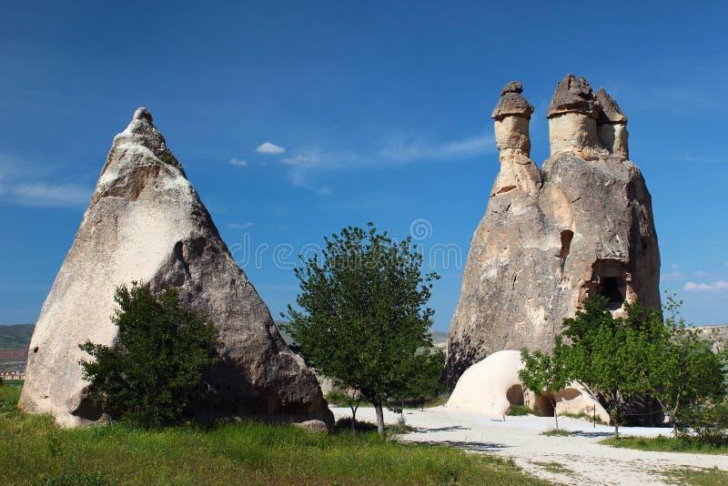 Formations de roche près de vallée de Zelve dans Cappadocia, Turquie photos libres de droits
