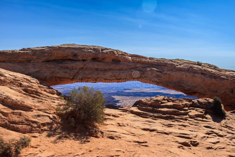 Formations de roche rouges en parc national de Canyonlands, Utah - MESA A image stock