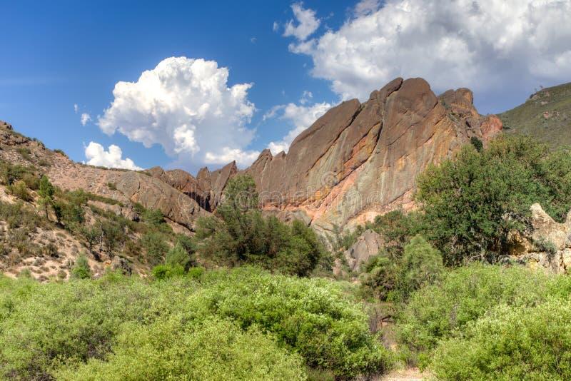 Formations de roche spectaculaires au parc national de sommets images stock