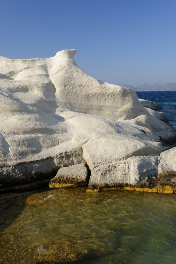 Formations de roche sur l'île de Milos images libres de droits