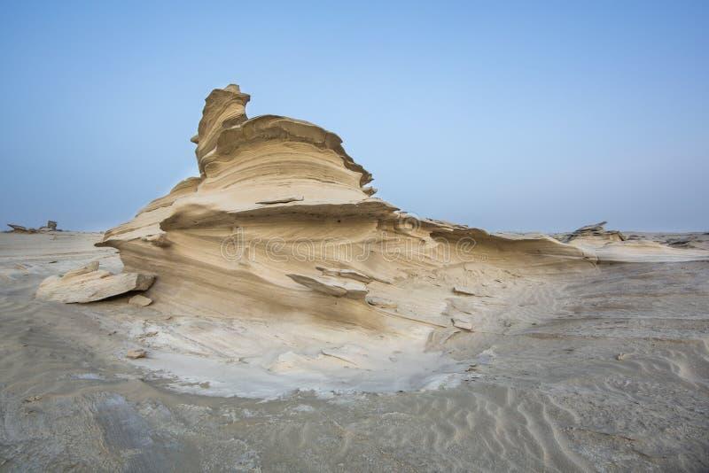 Formations de sable dans un désert près d'Abu Dhabi photographie stock libre de droits