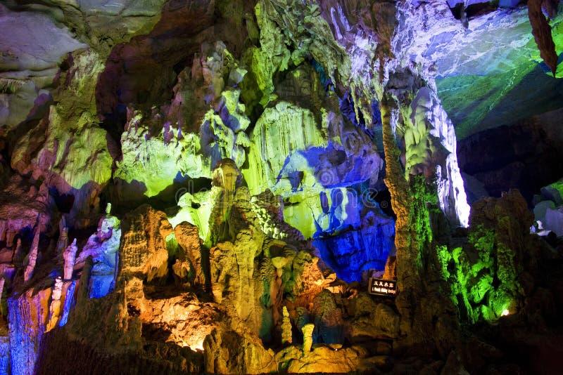 Formations de stalactite et de Stalagmite images libres de droits