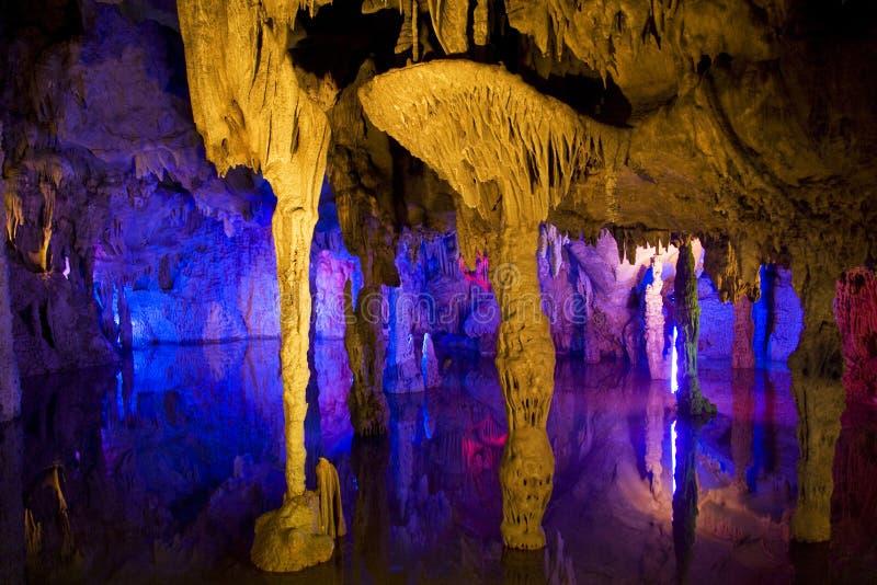 Formations de stalactite et de Stalagmite images stock