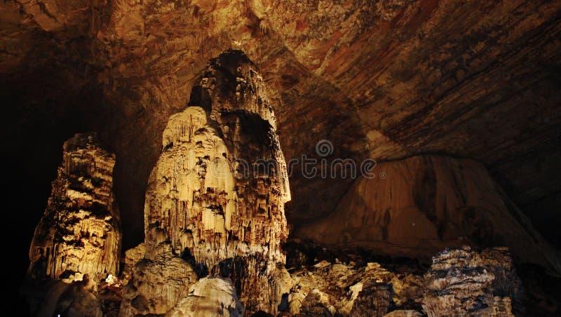 Formations les explorant de visite de nature de la grotte de Cacahuamilpaphotographie stock libre de droits