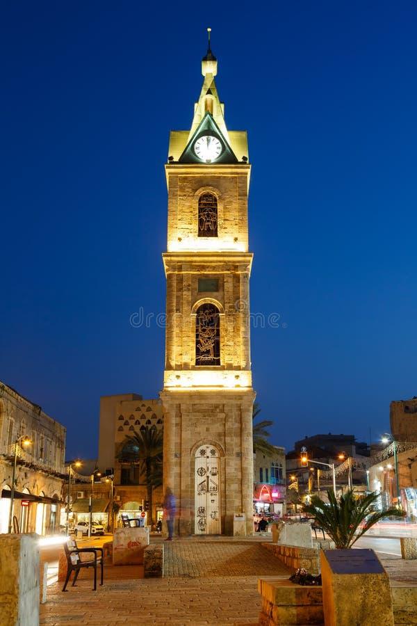 Formato de retrato azul da cidade da noite da hora da torre do telefone Aviv Jaffa Israel The Clock foto de stock royalty free