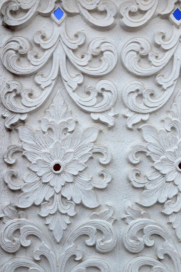 Formato decorativo do quadrado do projeto da parede do teste padrão da escultura branca do estuque imagens de stock royalty free
