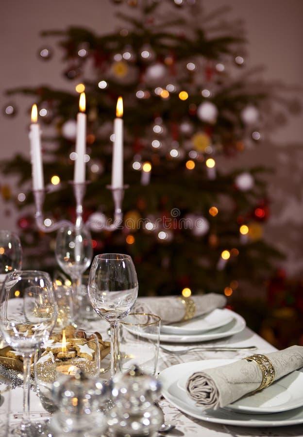 Formato verticale posto dell'albero di Natale della tavola fotografia stock