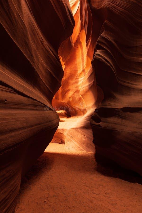 Formazione di modello astratta di luce e di ombra nel canyon superiore dell'antilope immagini stock