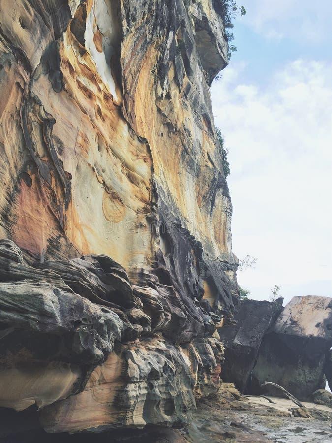 Formazione di pietra alla spiaggia in Sarawak Borneo Malesia fotografia stock