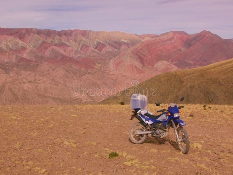 Formazione rocciosa Colourful nelle Ande fotografie stock libere da diritti