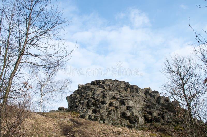 Formazione rocciosa con lo sguardo astratto del ` s Goethekopf/Großer capo- Stein di Goethe in Germania fotografia stock