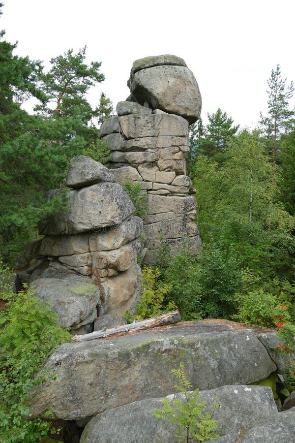 Formazione rocciosa di kopyto di Certovo nel lago Lipno, Boemia immagini stock