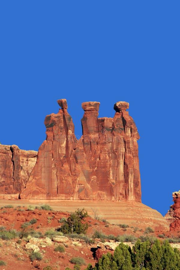 Download Formazioni rocciose immagine stock. Immagine di alberi - 7316463