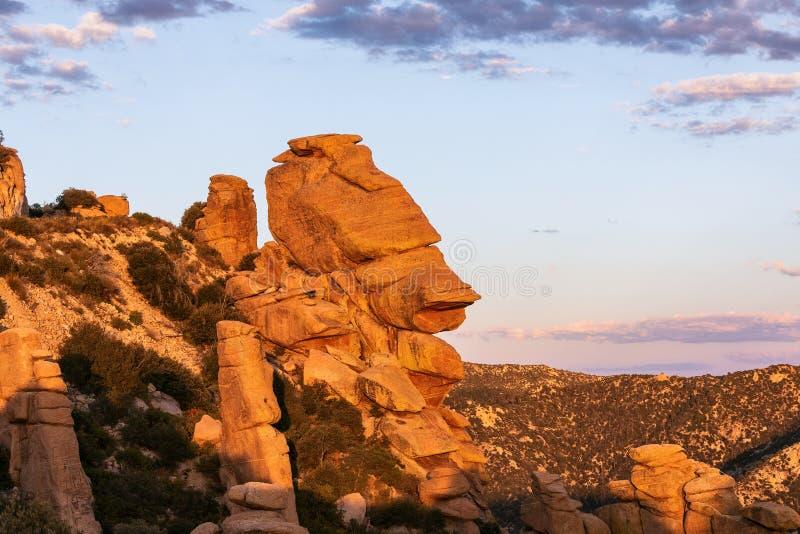 Formazioni rocciose del menagramo alla vista di geologia sul Mt Lemmon vicino a Tucson, Arizona fotografia stock libera da diritti