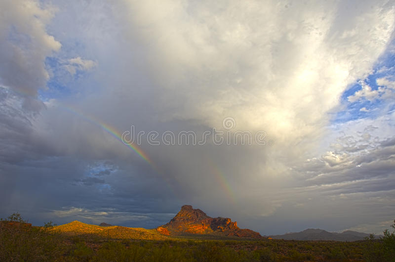 Formazioni rocciose in deserto immagini stock