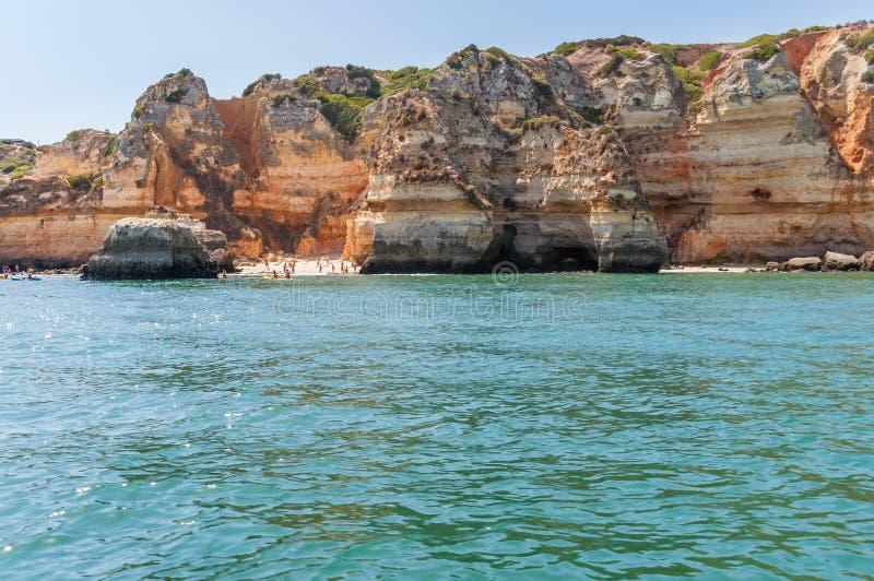 Formazioni rocciose e spiaggia selvaggia nel Portogallo fotografia stock