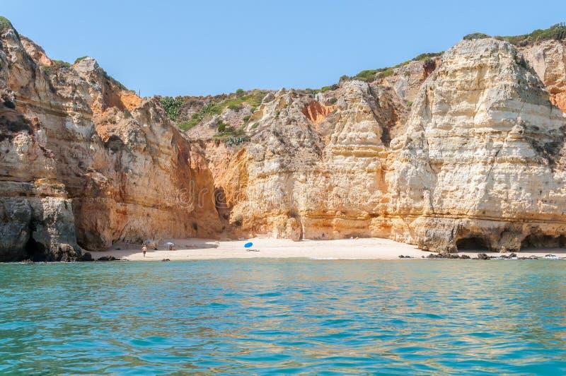 Formazioni rocciose e spiaggia selvaggia nel Portogallo fotografie stock libere da diritti