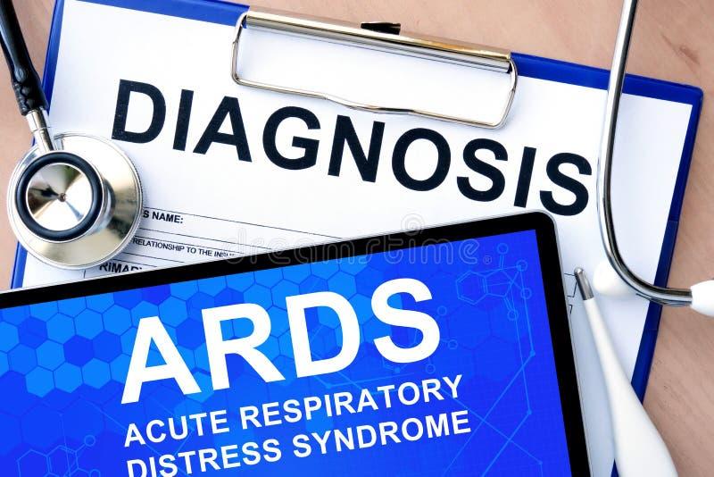Forme con diagnosis y haga tabletas con el síndrome de desolación respiratoria agudo ARDS imagenes de archivo